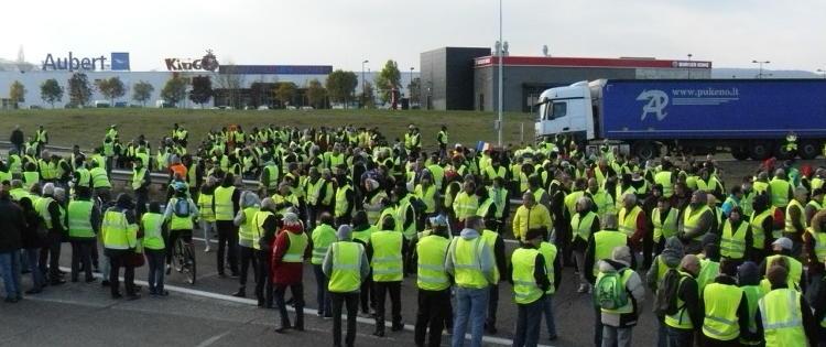 « Gilets jaunes » : 7 Français sur 10 approuvent toujours la mobilisation, mais le soutien s'effrite