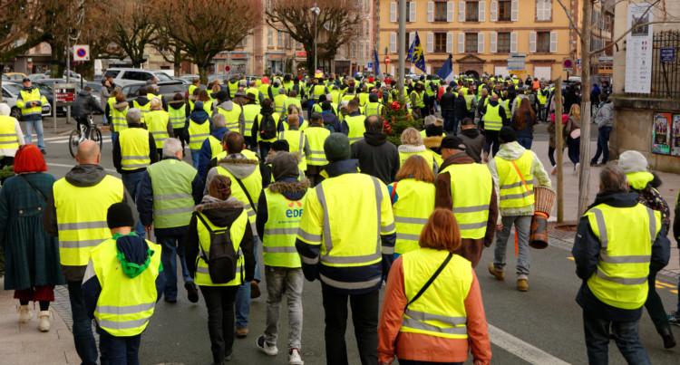 """Les """"Gilets jaunes"""" : la partie émergée de la crise sociale française ?"""