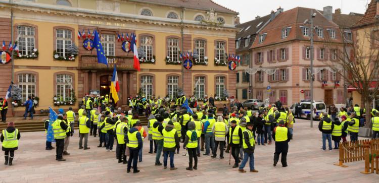 Gilets jaunes : l'approbation de la mobilisation baisse de 10 points en 3 semaines mais reste majoritaire